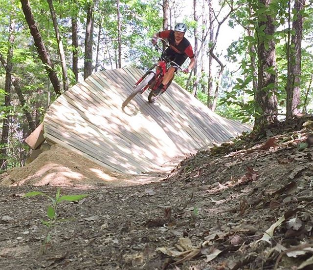 The new @camp.sorba feature on High Gravity is super dialed. Go check it out. #chewacla #campsorba #trekremedy #jamesbrosbikes #mtbalabama