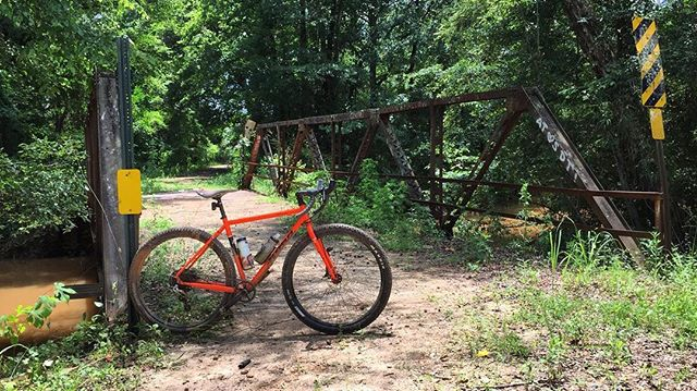 The bike that never says no. I love my @konabikes #sutraltd. And if you want to know what it's like to ride dirt roads in Alabama, check my story. It's a blast! #gravel #alabama #myopelika #jamesbrosbikes #konabikes #wahooligan