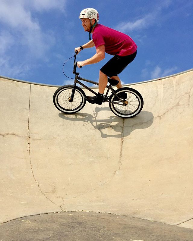 Skate park riding with @michaelcarnrike in Columbus. First time at a park on a BMX and had a blast in the bowl! Legs are TOAST!  cred: @michaelcarnrike #kinkbmx #jamesbrosbikes #blackoutbmx